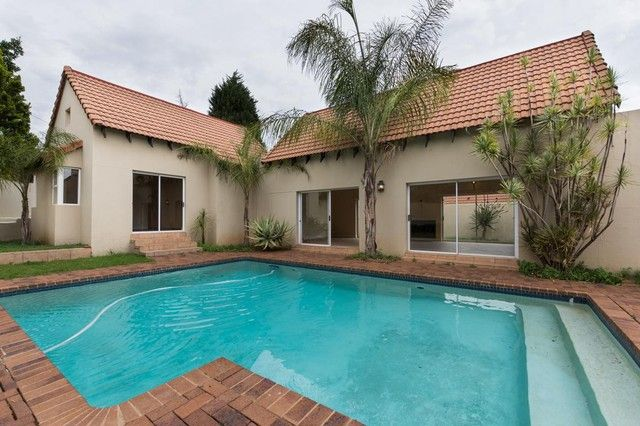 2 Bedroom Townhouse For Sale in Bryanston | Meridian Realty