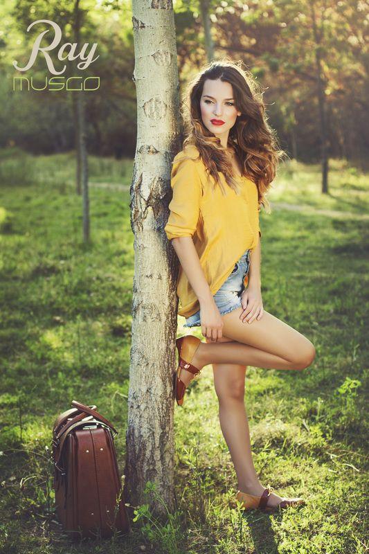 lookbook verano 2015 - RAY MUSGO Zapatos ecologicos de mujer #arbol #tree #waiting #suitcase #maleta #zapatos #shoes #comodo #comfort #eco #blucher #fashion