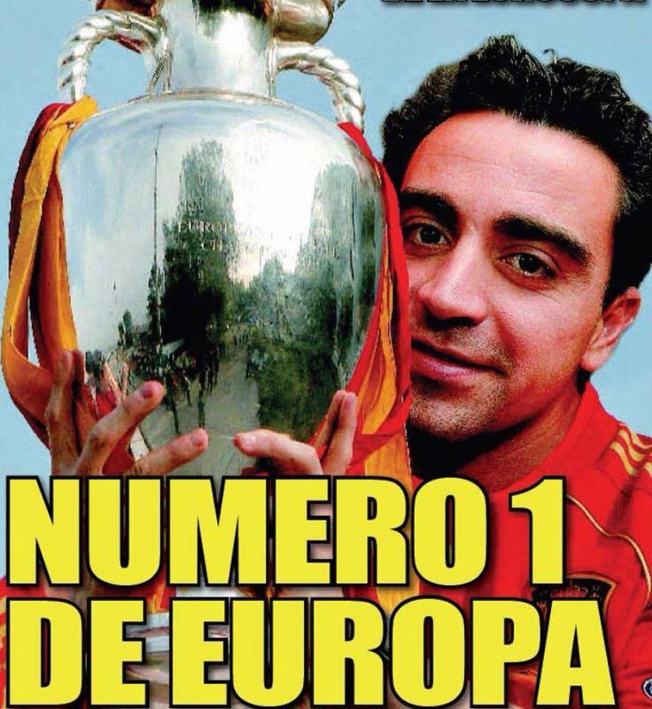 Xavi Hernández (Tarrasa, 1980). Intern.133 (12 goles) entre 2000-2014. Mejor futbolista de la historia fútbol español. Autor del Tiki-taka. Autor del gol 1000. Asistió a 4 mundiales (02-06-10-14) y 3 europeos (04-08-12). CAMPEÓN MUNDO sub-20 en Nigeria'99 y absoluto en Sudafrica'10. CAMPEÓN EUROPA sub-17 (Ale'97) y absoluto 2 veces (08-12). PLATA JJOO Sidney'00. Mejor de la Eurocopa'08 según la UEFA, asistió a Torres el gol de la final. Once ideal mundial 2010 y las Eurocopas'08-12. Premio…