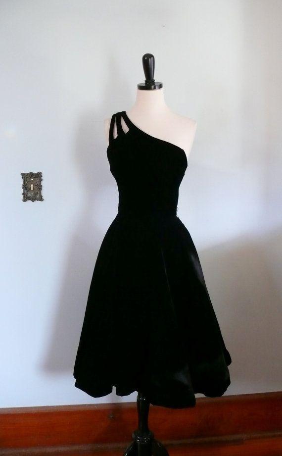 vintage 1950s Dress  // Black Velvet Suzy Perette Cocktail Part Dress