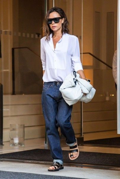 Victoria Beckham Leather Tote - For her bag, Victoria Beckham chose a soft white leather tote.