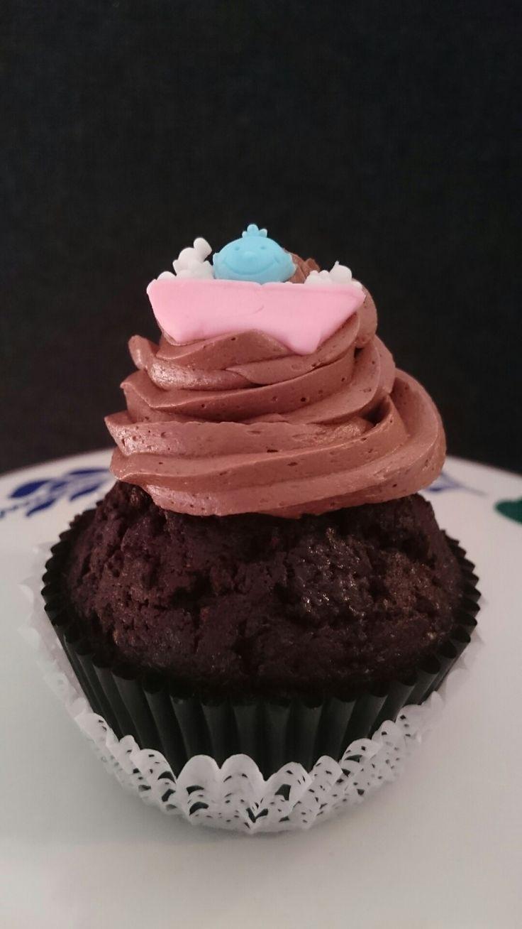 Genderreveal cupcake gevuld met blauwe / roze verrassing