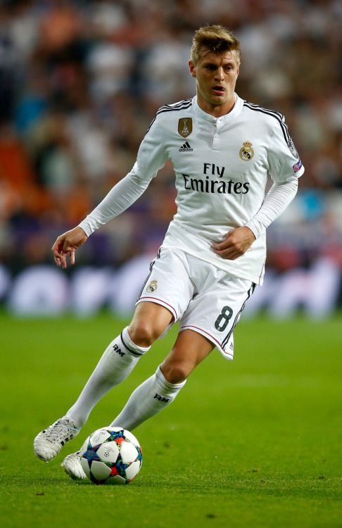 Toni Kroos of Real Madrid CF in action during the UEFA Champions League quarter-final second leg match between Real Madrid CF and Club Atletico de Madrid at Bernabeu on April 22, 2015 in Madrid, Spain