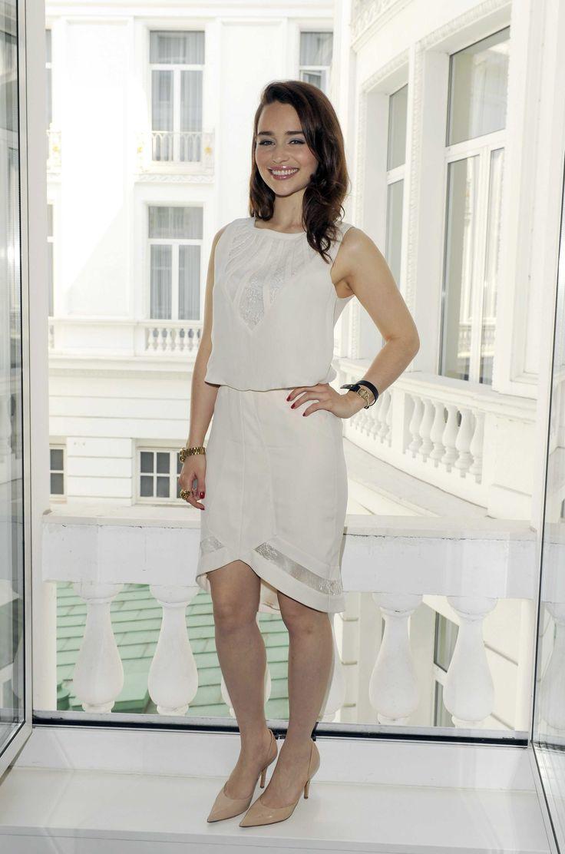¿Cuánto mide Emilia Clarke? - Real height 3540e69c74917b45e491d4be47966207--emilia-clarke-khaleesi-white-fashion
