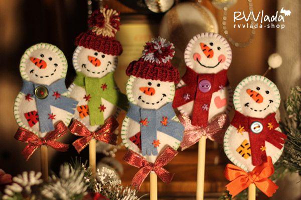 """Фетровые снеговички на палочке. Замечательный сувенир из серии """"Я пришел к тебе с приветом""""*. * """"Я пришел к тебе с приветом"""" - это целая серия подобных…"""
