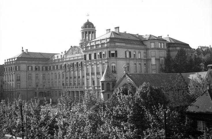 Villányi út (Szt. Imre herceg útja) 5-7. Szent Margit Gimnázium.