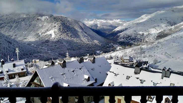 Las primeras nieves de este año ya han llegado. Estas son las vistas desde Rafaelhoteles by La Pleta