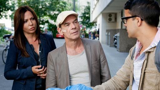 Die Leipziger gibt es am kommenden Sonntag im Tatort. Schauen wir mal...  Die Hauptkommissare Eva Saalfeld und Andreas Keppler mit einem Afghanen (Bild: MDR/ Junghans)