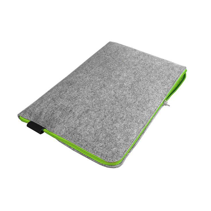 Pokrowiec z filcu na laptopa / tablet. Dopasowujemy pokrowiec pod konkretny wymiar Twojego laptopa lub tableta. Użyte materiały: filc syntetyczny szary melanż, czarna skóra naturalna.  Kolor zamka do wyboru: czarny, zielony, żółty, niebieski lub pomarańczowy. #laptopsleeve #laptoptasche #filztasche