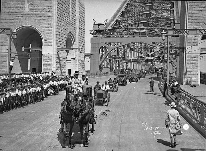Horse and carriage,veteran and vintage cars during the Sydney Harbour Bridge celebrations in 1932. Photo shared by the State Library of NSW. v@e