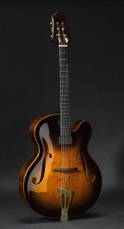 Scharpach The Vienna Opus 2000s,Spruce, Maple, Cedrela Odorata Magnificent Jazz archtop from the dutch luthier Scharpach.