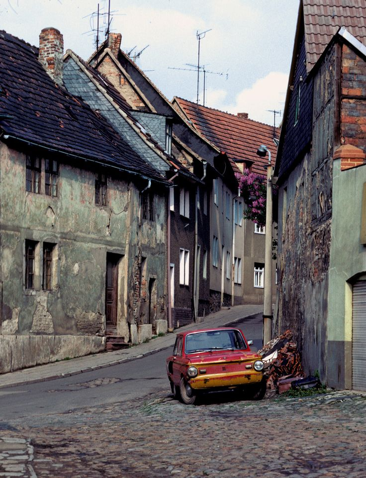 Street Scene, DDR (East Germany), 1984 | ~ https://de.pinterest.com/valeriomaso/ddr-deutsche-demokratische-republik/
