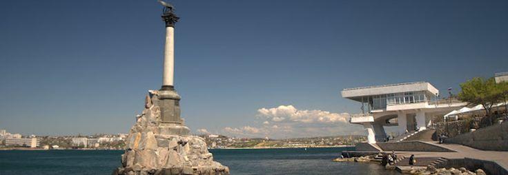 Памятник затопленным кораблям изображен на советском гербе города Севастополя, и считается одним из основных символов города. Памятник затопленным кораблям был установлен  1905 году, когда отмечалось пятидесятилетие первой обороны Севастополя. Севастопольстрой восстанавливал это памятник.