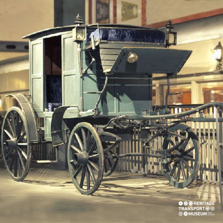 Dakgharries, a 4-wheeled horse carriage introduced in India by the British during 1845. They carried mail as well as passengers and mostly travelled between Calcutta to Delhi on the Grand Trunk Road.  #horsecarriage #vintagetransport #vintagecollection #classiccollection #incredibleindia #doyouknow #museum