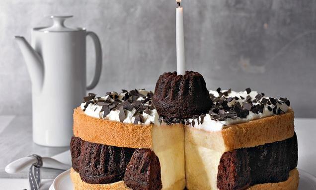 Leckere+Schoko-Mini-Gugelhupfe+und+feine+Puddingcreme+zwischen+lockerem+Biskuitteig.