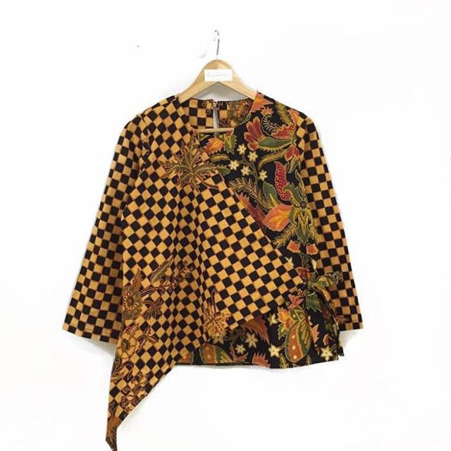 Saya menjual Blouse batik seharga Rp124.000. Dapatkan produk ini hanya di Shopee! https://shopee.co.id/nurika.batik/243031556/ #ShopeeID