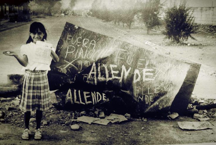 young girl supporting Allende, against Pinochet