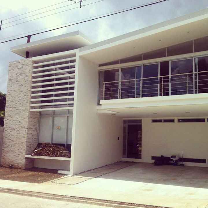 Casa en Rialto, Sabanilla