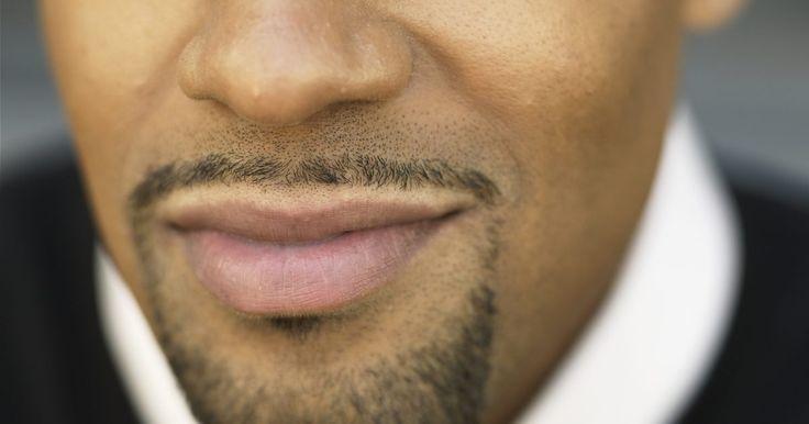 Cómo dejarse crecer una barba candado con un bigote. El Van Dyke es uno de los muchos estilos de barba candado. Combina una barba de chivo con el bigote. Estos estilos son muy populares y se complementan con una amplia variedad de formas del rostro. Requieren mantenimiento y los hombres que desean lucir este tipo de barba deben estar preparados para afeitarse todos los días. Algunos hombres ...