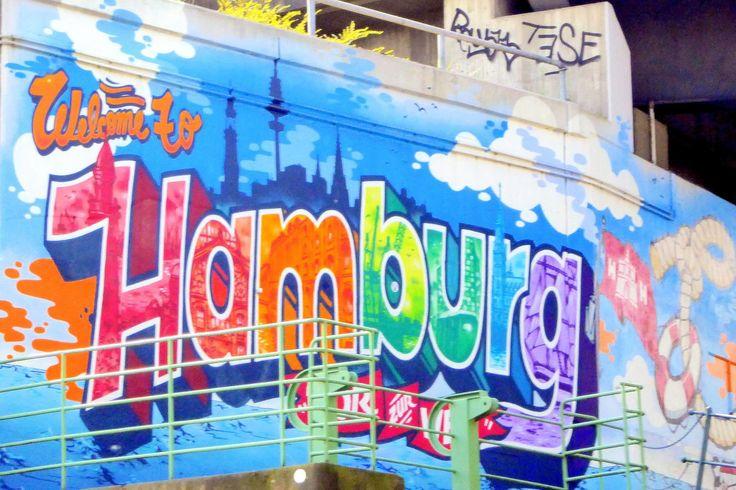 Tipps für einen Kurztrip nach Hamburg. Wo gibt es die besten Fischbrötchen, was erlebt man in der Speicherstadt und warum sich die Stadtrundfahrt lohnt.