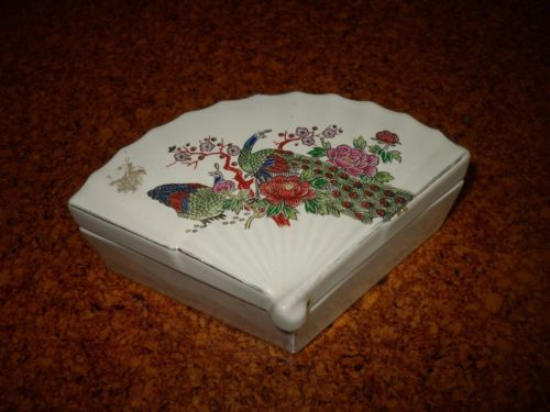 Porcelain ring trinket box