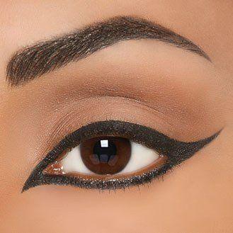 eye liner eyeliner khol maquillage des yeux faire son trait d'eye liner à l'oriental .jpg