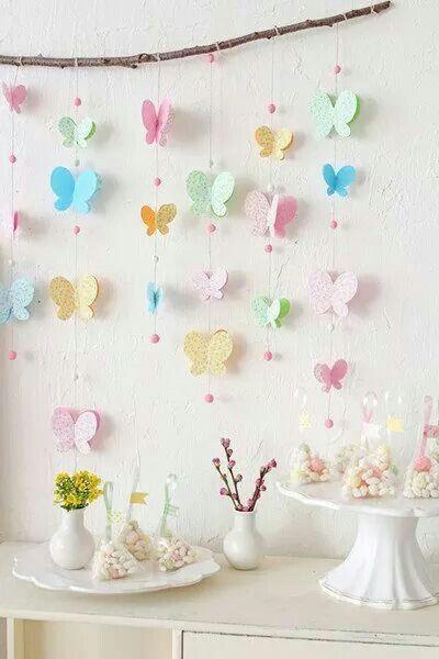 Cortina de borboletas de papel em decoração de festa infantil. Lindo para chá de bebê, batizado, chá de panela e aniversário.