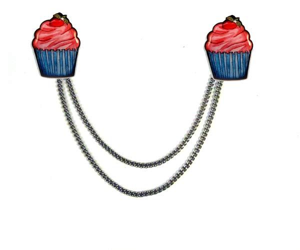Sweater clips were popular in the 50's and 60's. These @Jubly Umph clips feature a double chain and strong alligator clips.