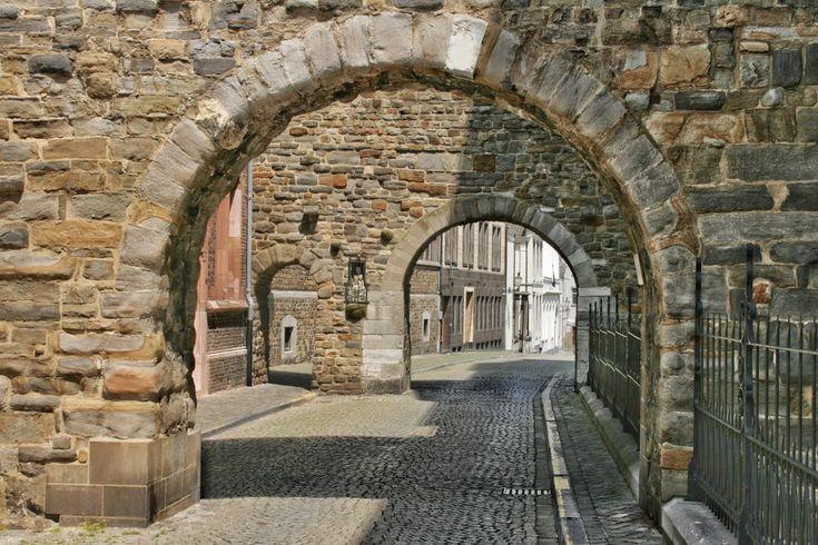 Steinbogen in Maastricht, Niederlande © Fabian Meseberg   – Travel