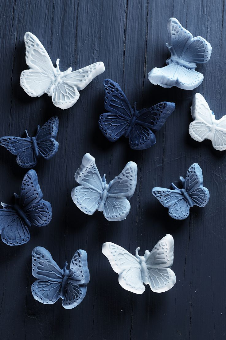 Sugar paste butterflies www.pandurohobby.com #rainbow #sugarpaste #cake #decoration #diy #panduro