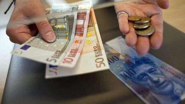 Suiza elimina el tipo de cambio mínimo del franco y penaliza los depósitos - ABC.es