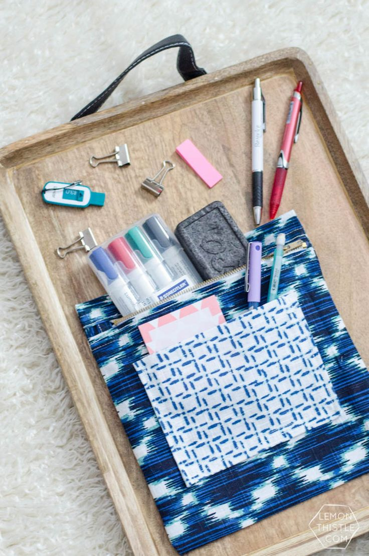 DIY: exposed zipper pouch (made out of a tea towel!) / Faça você mesmo: bolsa feita com uma toalha