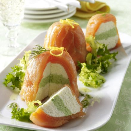 Lachsterrinen mit Frischkäse-Meerrettichcreme, Salat und Dillvinaigrette Rezept