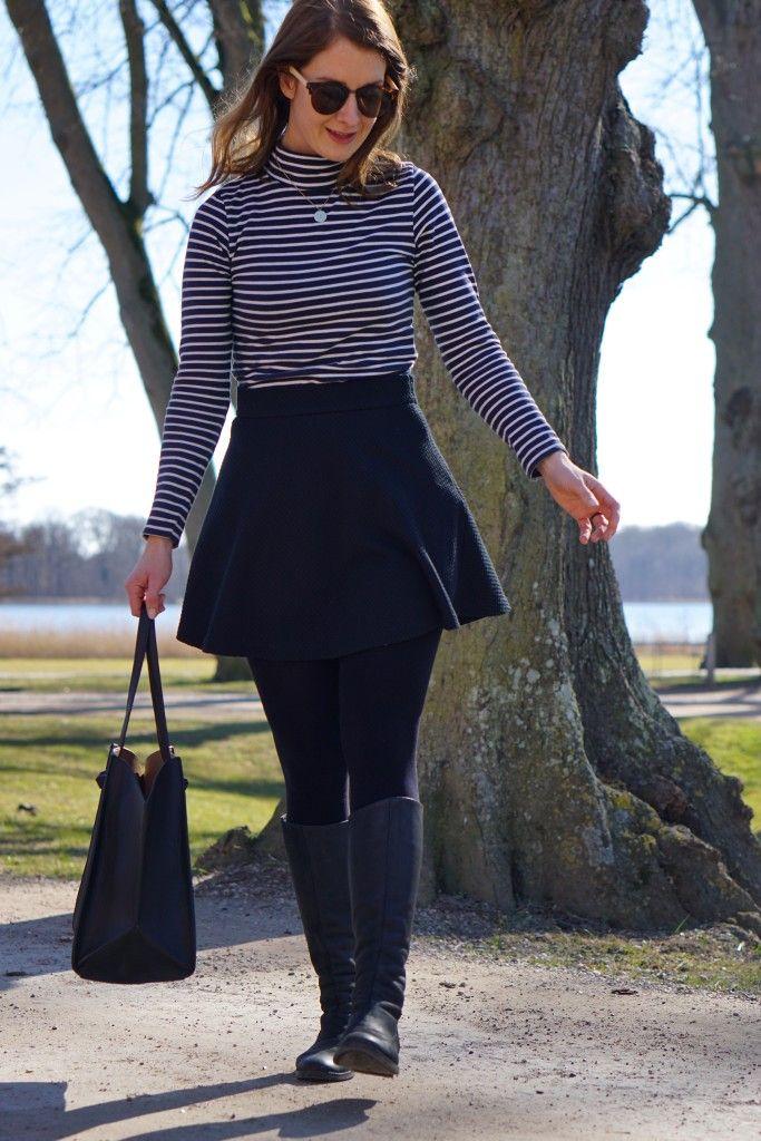 Højhalset bluse, højtajlet nederdel og lange støvler // Turtleneck blouse, highwaisted skirt and long boots