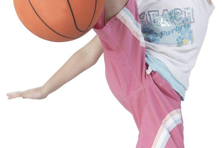 Actividades de precalentamiento en EF. Las actividades de precalentamiento preparan a los alumnos para ejercicios de clases de gimnasia más intensos. Las actividades de precalentamiento creativas ayudan a atraer la atención de los estudiantes, interesándolos en la clase de EF. Las actividades de ...