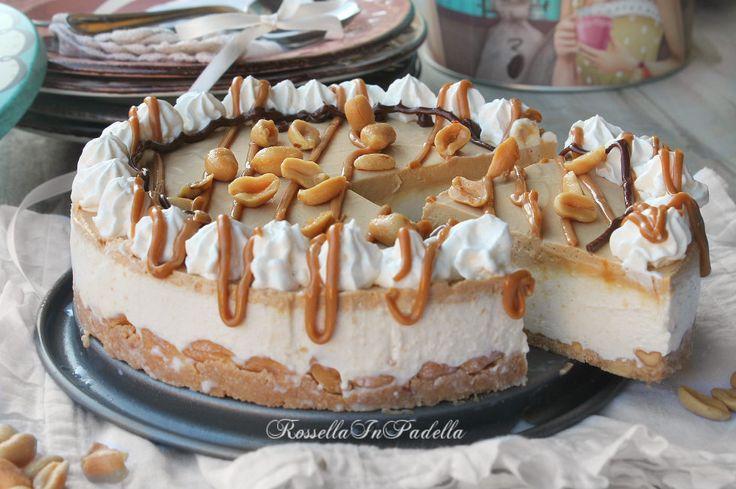 Torta fredda nocciolita con burro d'arachidi e crema mou