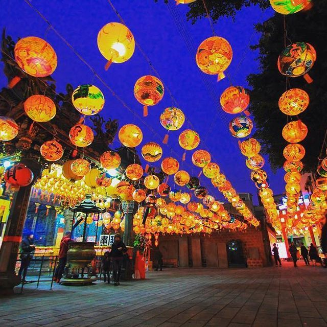 Instagram【scott7811】さんの写真をピンしています。 《Taiwanese transitional lantern.  Every year from Chinese New Year to Lantern Festival (15th day of 1st month), you will see lanterns of various shapes and sizes across the Taiwan.  #photography #kaohsiung #taiwan #台南 #tainan #amazingtaiwan #instagood #igtaiwan #iseetaiwan #eventtaiwan #landscape #light #風景 #夜景 #canonphotography #canon60d #canon #風景写真 #夜景倶楽部 #kaohsiungcity #iformosa #vscotaiwan #iseetaiwan #lighttrails #formosa #lanterns #lanternfestival…
