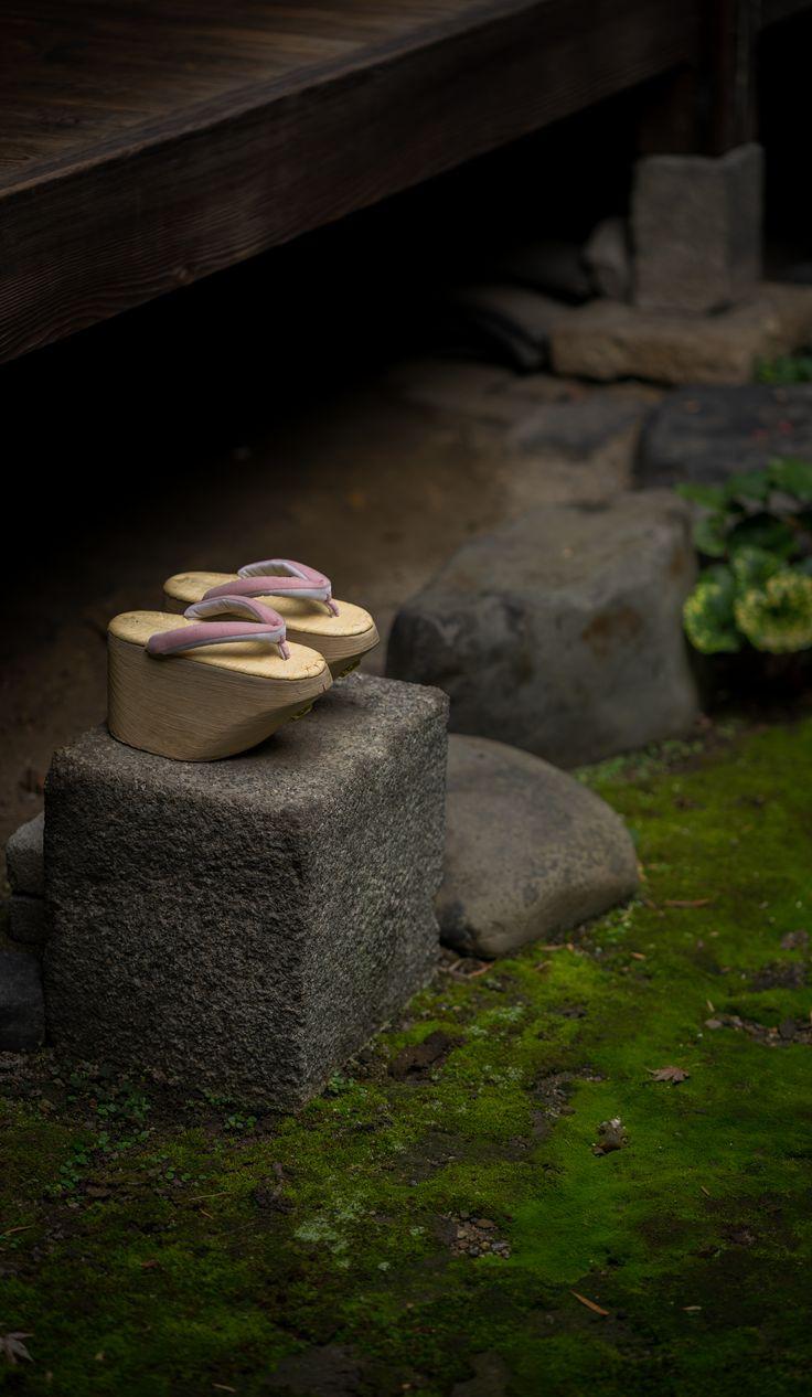 おこぼ Okobo (maiko's traditional shoes) KYOTO JAPAN https://www.hotelscombined.com/?a_aid=150886
