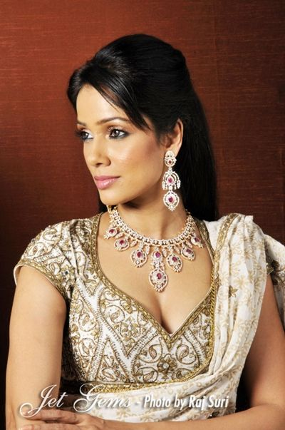 Vidya Malvade adorning Jet Gems jewellery #Vidya #Malvade #necklace #royal #ring #bracelet #earrings #jewelry #jewellery #design #celebrity #famous #actress #gorgeous
