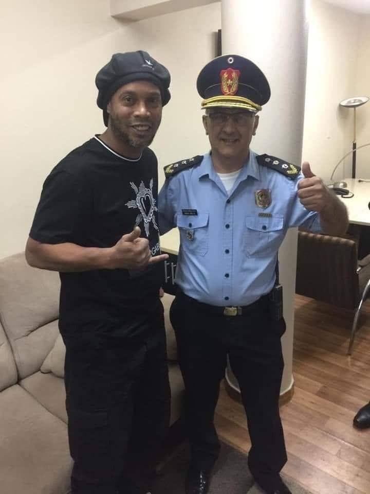 Resultado de imagen para }policia y ronaldinho