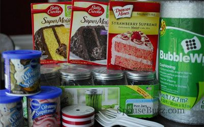 How to Make Military Care Package Cake in a Jar | SpouseBuzz.com. This is perfect for when Kaiden goes out to sea!!! :)
