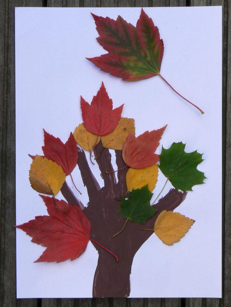 * Buiten herfst blaadjes verzamelen en vervolgens laten…