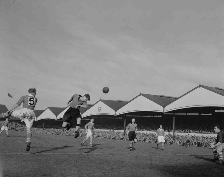 Wolves 3 Middlesbrough 3 in Oct 1952 at Molineux. Roy Swinbourne scores for Wolves #Div1