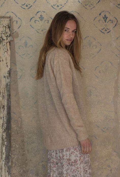 Sequoia sweater , shell. Evita skirt, natural.