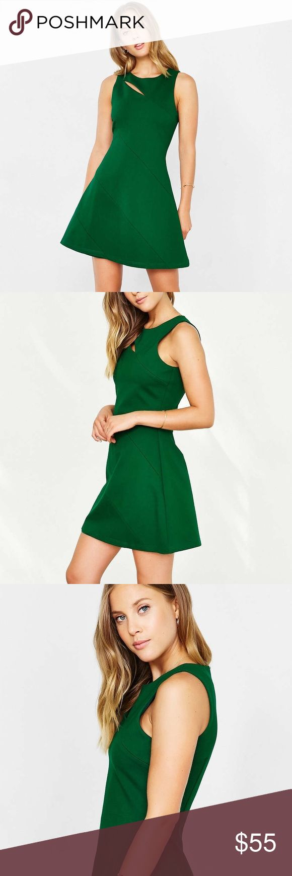 📱CYBER MONDAY📱Chandi & Lia pontè a line dress Beautifully structured kelly green dress from Urban Outfitters. Super stretchy! New without tags. Urban Outfitters Dresses Mini