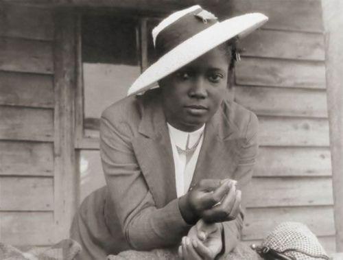 Ms. Jones, Vintage Style, 1940s  FOLLOW US VIA TWITTER | FACEBOOK | FLICKR | RSS | PINTEREST