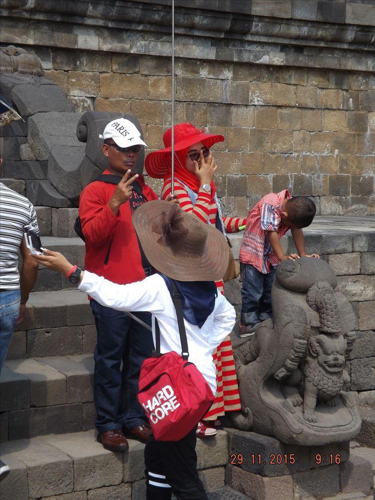 """Bp. Toufiq and family """"Dolan-dolan nang jogja"""" bersama Wira Tour Jogja. Lihat profil kami di https://wiratourjogja.com/paket-mobil/    atau     http://wiratourjogja.co.id/sewa-mobil/"""
