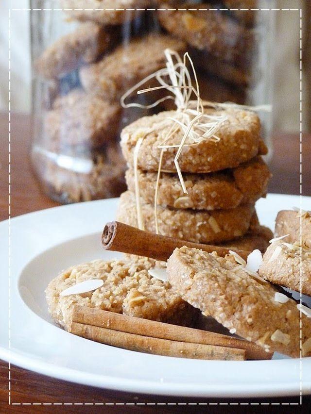 Celozrnné skořicovo - mandlové sušenky