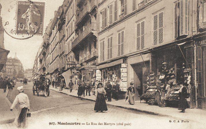 rue des Martyrs - Paris 9ème/18ème Les magasins du côté pair de la rue des Martyrs, vers 1900.