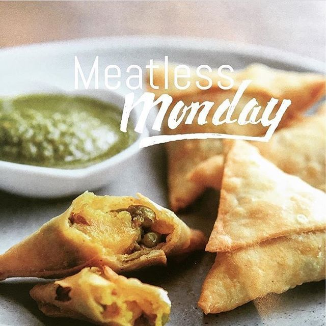What could be more delicious than to start the week with hand folded #vegetablesamosas?! Recipe & step by step method in Daksha's Gourmet Kitchen. Link to website on homepage 🌱